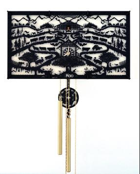 Martin d'Esposito et Alexandre Gaillard, Swiss Koo, Poya, 2014© Swiss Koo Heures d'alpage… Issus de l'École cantonale d'art de Lausanne (l'Écal), deux anciens élèves ont créé leur propre société, Swiss Koo, pour la fabrication de «cuckoo clocks», un genre délaissé qu'ils ressuscitent avec un amour du kitsch revu et corrigé par le design. Poya désigne la transhumance du bétail qui rejoint les alpages à la belle saison. Cette œuvre rappelle par ailleurs la tradition des papiers découpés, qui à l'origine servaient d'inventaire au nombre de vaches par propriétaire.