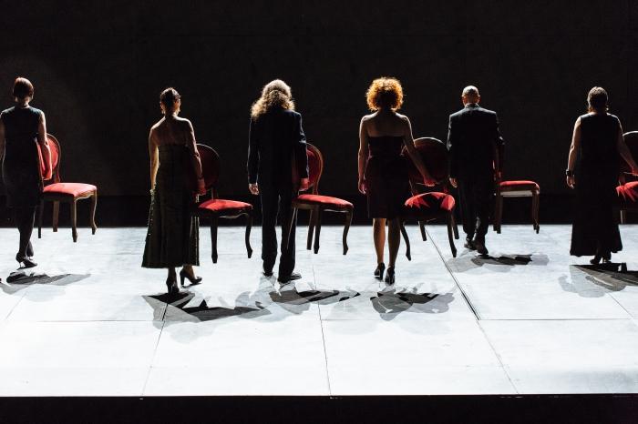 Scènes de Vangelo qui rappellent la célèbre chorégraphe Pina Bausch. ©Samuel Rubio