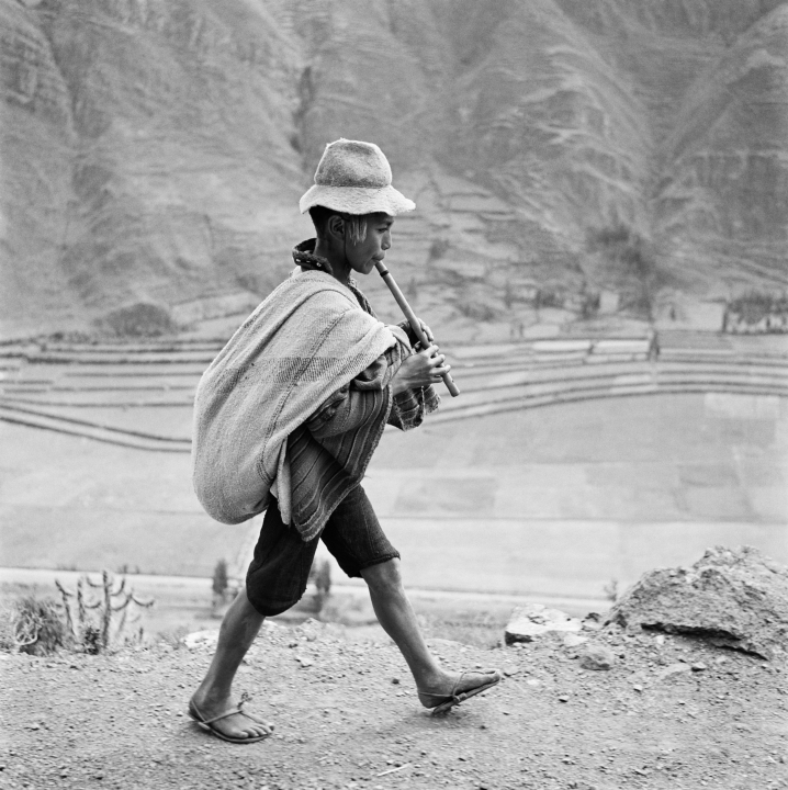 Bischof. PERU. May 1954. On the road to Cuzco, near Pisac, in the Valle Sagrado of the Urubamba river.