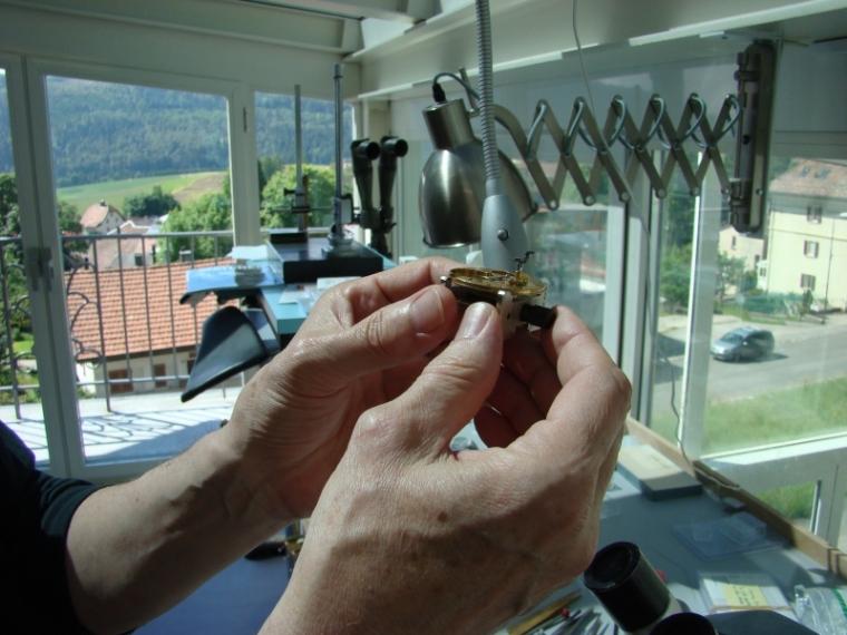 Les mains de la précision. François Junod dans son atelier à Sainte-Croix